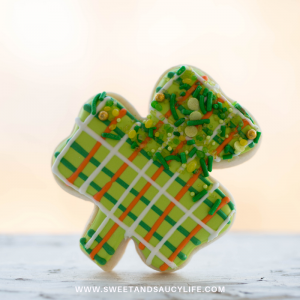 Decorated Sugar Cookie Ideas for St. Patrick's Day! Decorated shamrock cookie with sprinkles